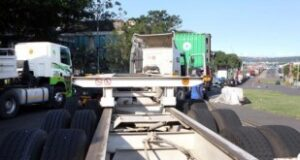Truckers angry over persisting Bayhead rd gridlock