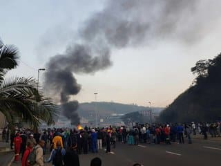 Videos/Pics: Protesters set cars alight on Durban N2