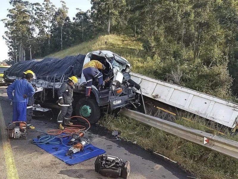 Multi vehicle crash leaves 2 dead