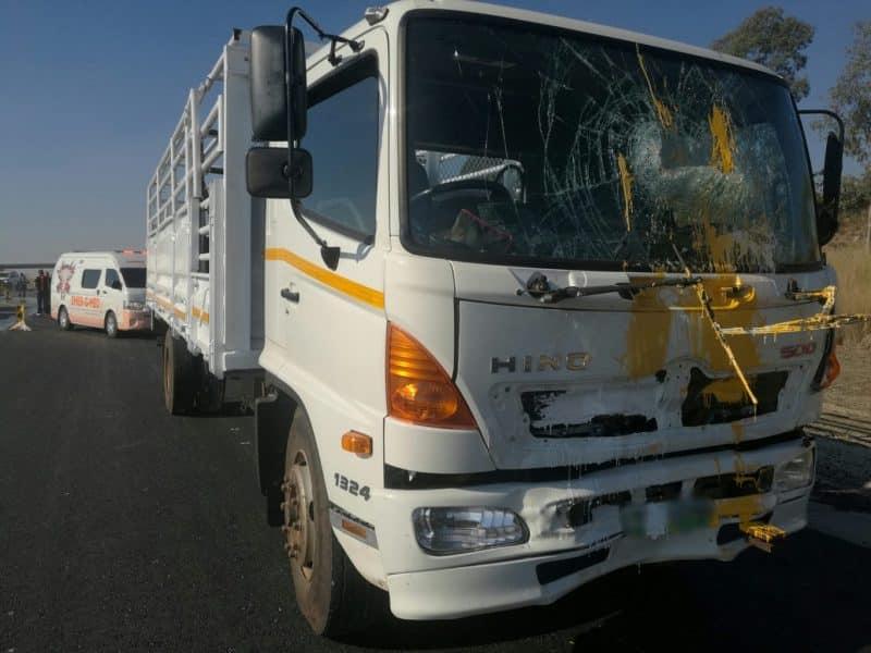 Truck rear ends bakkie injuring 5