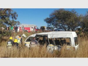 2 dead 12 injured in truck and taxi crush