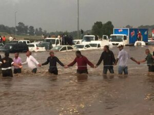Truck driver risks life trying to save drowning woman in Joburg floods