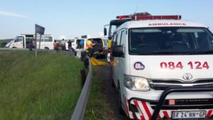 13 People injured in a two-taxi collision on the Kassier Road bridge, Hillcrest