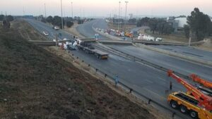 Trucker And Passengers Seriously Injured In Jo'burg N3 Bridge Collapse (Video)