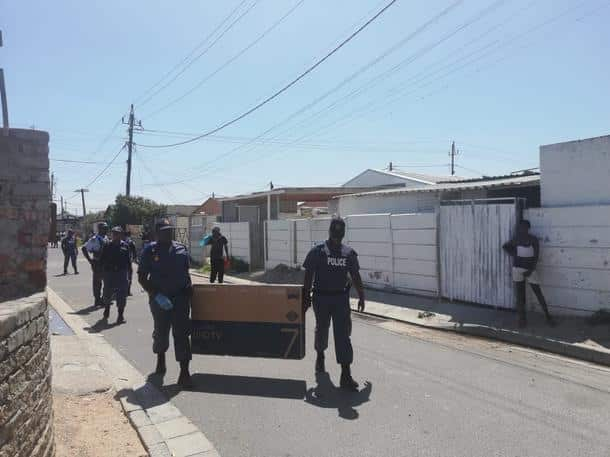 Bogus cops hijack truck, gets away with R2m flat screen TVs