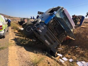 Truck overturns leaving two men seriously injured in Paarl