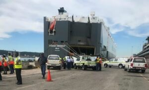 Man drowns after accidentally driving truck into Durban harbour – Video
