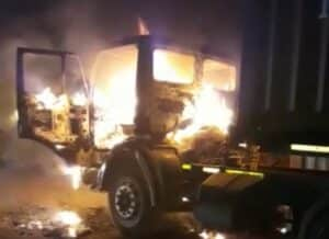 WATCH : Truck driver ambushed and burnt in his truck
