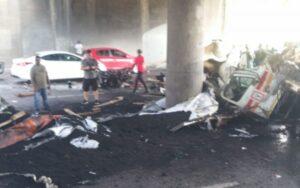 Man killed in horrific Durban truck crash