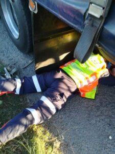 Truck driver trapped under truck on N3 in Pietermaritzburg