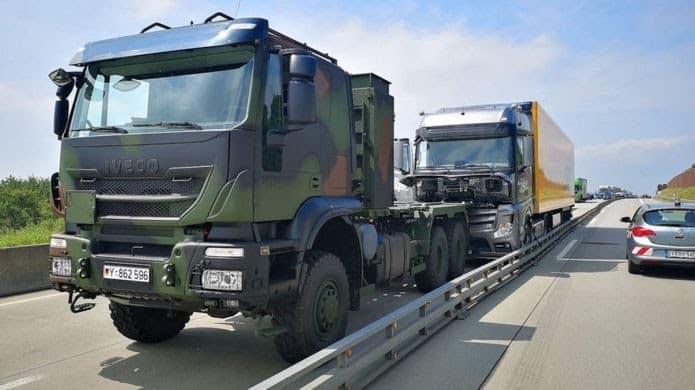 Hero soldiers stop runaway truck on German highway