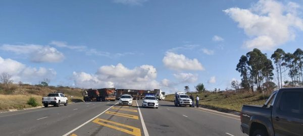 Protesters force over 20 trucks to block road in Mpumalanga