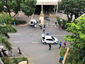 Watch: One dead in fierce shoot-out between police and robbers outside Durban mall