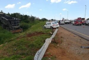 4 men injured in truck and car collision on the R24 Magaliesburg