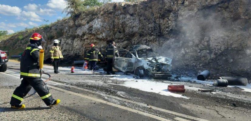 Gas bottles explode after bakkie crashes on R526