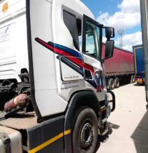 Driver hospitalized after mysterious explosion in truck at Beitbridge – video