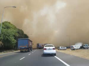 M5 freeway in Cape Town closed due to veld fire
