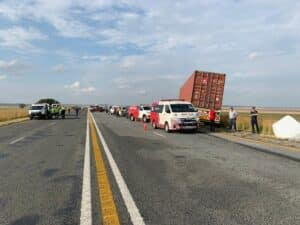 9 dead as truck swerves to avoid bakkie and crashes into taxi