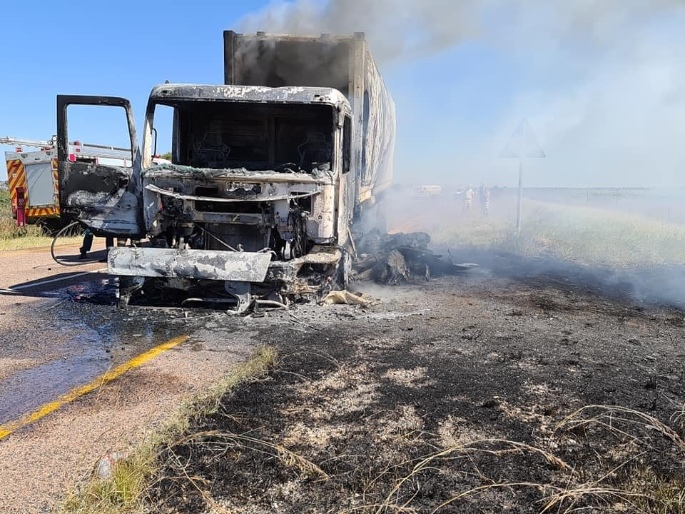 Driver burnt to death in Limpopo truck and car head-on crash