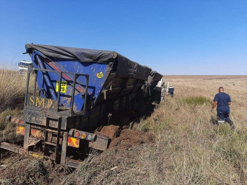 One killed, another injured in Bethal truck and bakkie collision