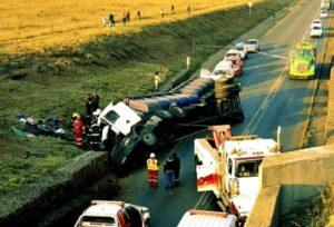truck overturned r555