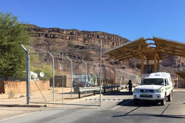 SA-Namibia border post closed in protest over lack of water
