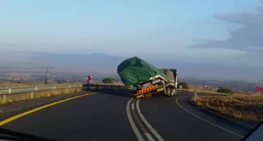 truck capsizing due to load shift