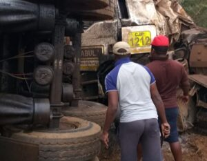 Truck drivers pull entrapped fellow trucker out from wreck after serious crash
