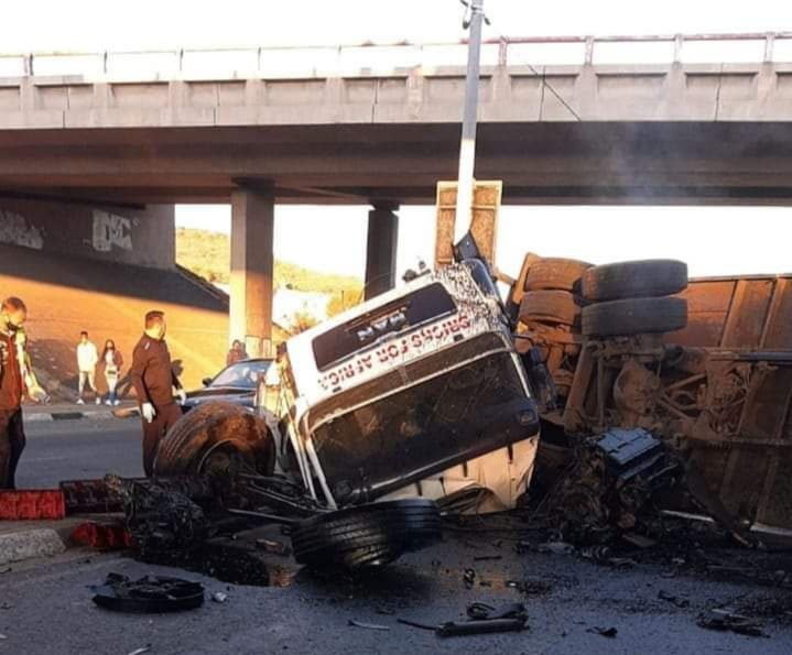 Truck crashes off bridge on R59 onto Michelle Ave in Alberton