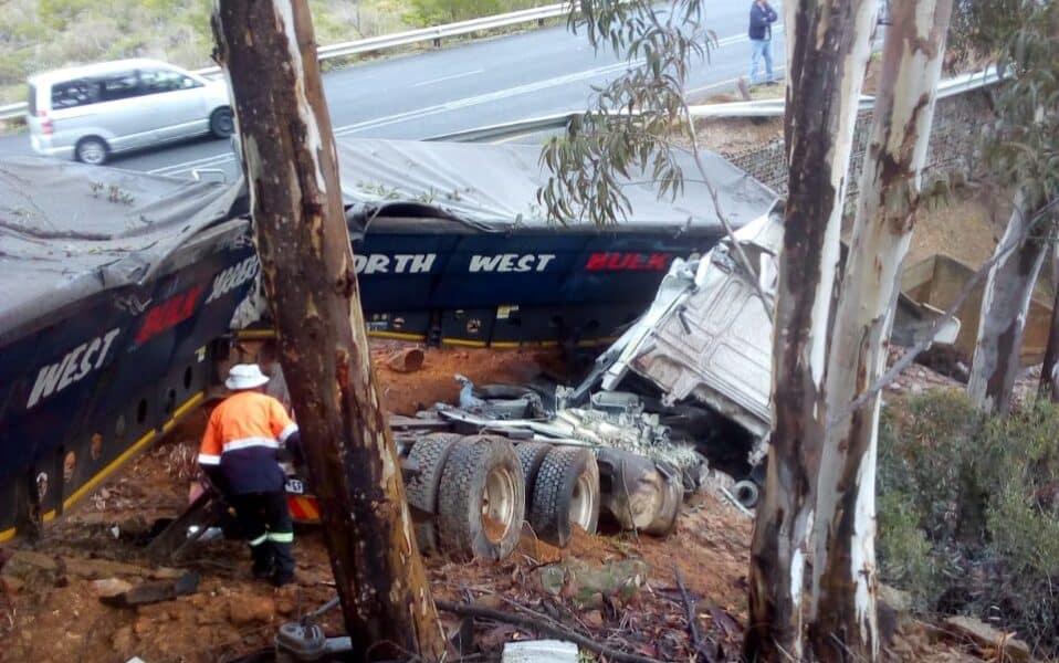 Watch: Serious truck crash on N7 Piekenierskloof pass