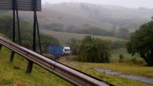 Man dies after crashing into truck on N2 Tugela