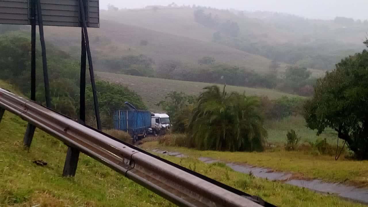 n2 truck crash tugela