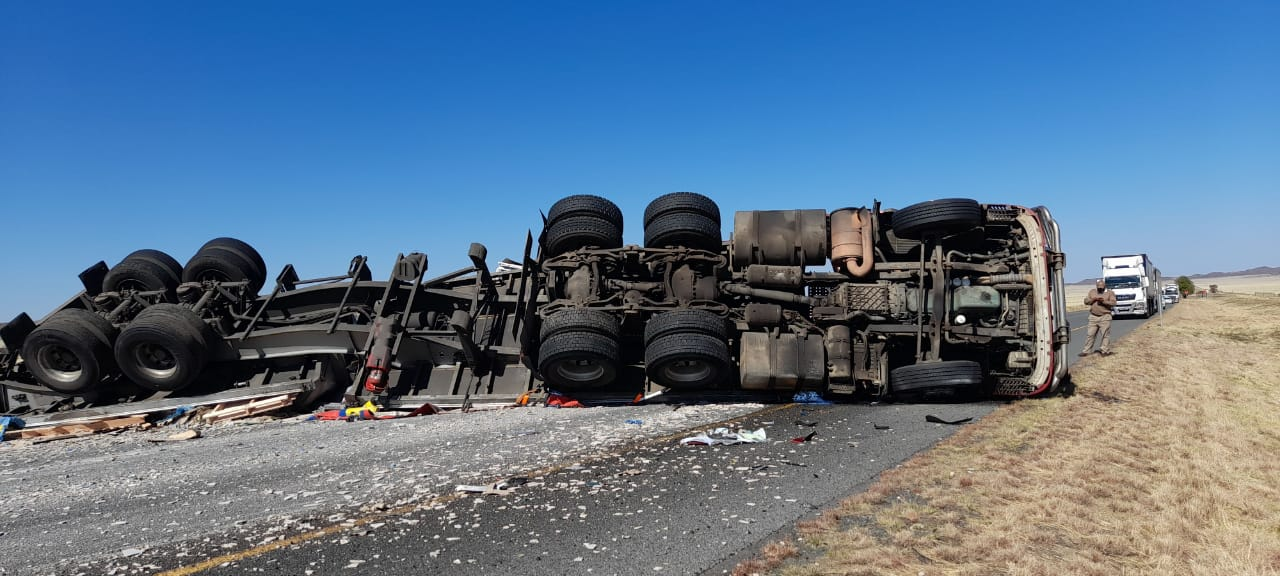 Watch: N1 closed at Colesburg following truck accident