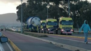 Pics: Vanguard pulling a 376-ton load using 4 8X8 Mercedes-Benz SLT Titans