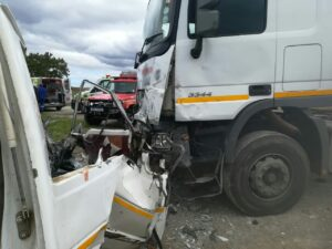 Two dead in N2 truck and taxi crash in Port Shepstone
