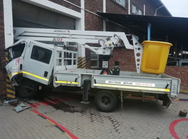 Video shows policeman shoot Polokwane man entrapped in truck after crashing into wall