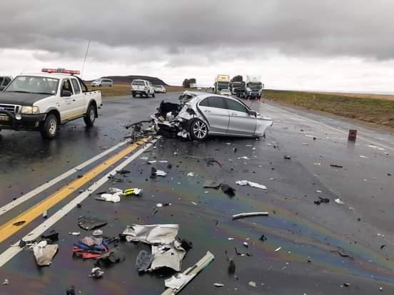 Heavy traffic delays on N3 near Wardens following a truck and two-car crash