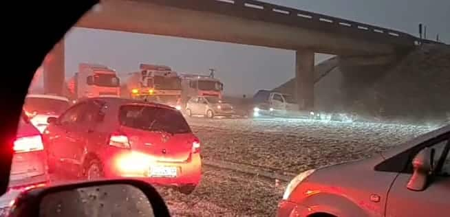 Watch: Hail storm brings traffic to a halt on the N3