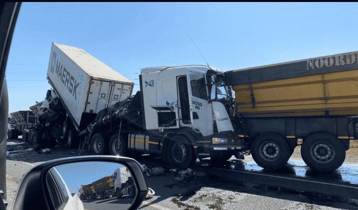 N10 truck crash between Cradock and Cookhouse killed 3
