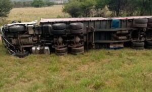 Pics : Truck and two cars collide on N1 leaving 5 people dead
