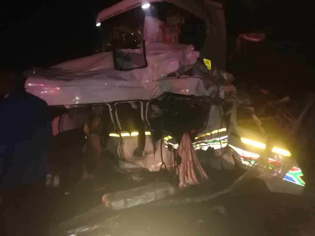 15 killed in accident between 2 trucks and a minibus taxi on N3 in KZN