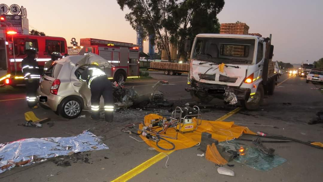 Mom and son killed in Midrand car and truck head-on crash