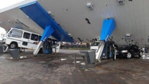 Watch: Service station roof collapse onto vehicles in Vereeniging during heavy storm