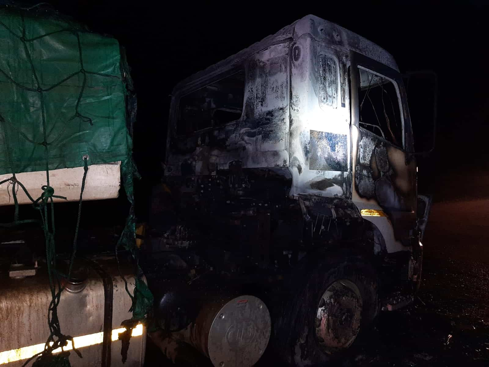 Truck drivers flee into the bush as arsonist petrol bomb trucks on R59