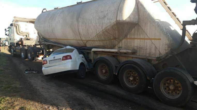 Man dies after crashing car into tanker truck in Vereeniging