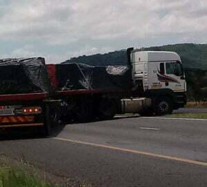 phumaphambili truck blocking the n3