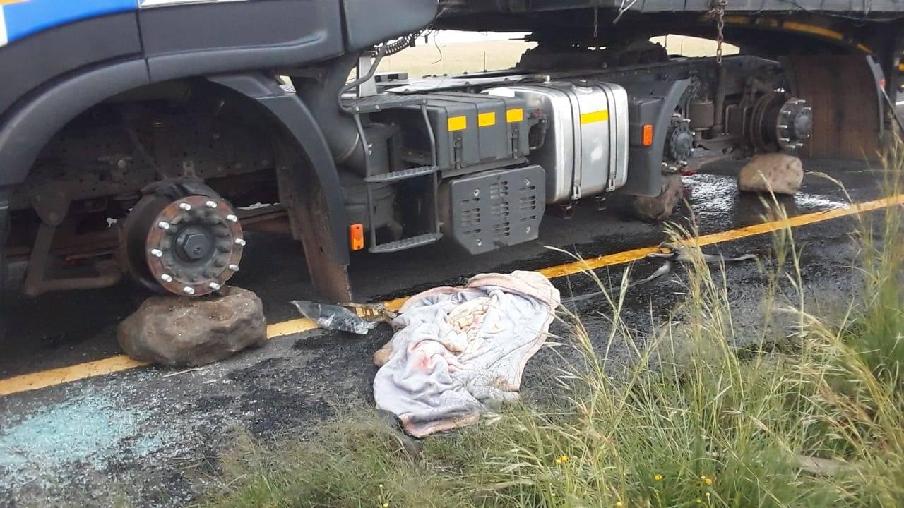 Robbers tie up driver, steal truck wheels on N1 near Winburg