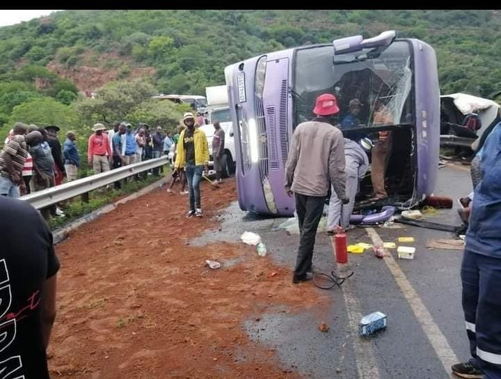 N1 closed near Makhado after truck ploughs into scene of bus crash