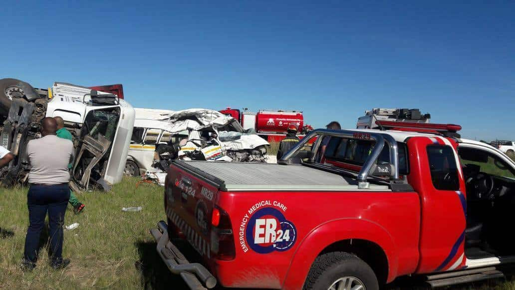 7 killed in R82 truck and taxi head-on crash in Sasolburg
