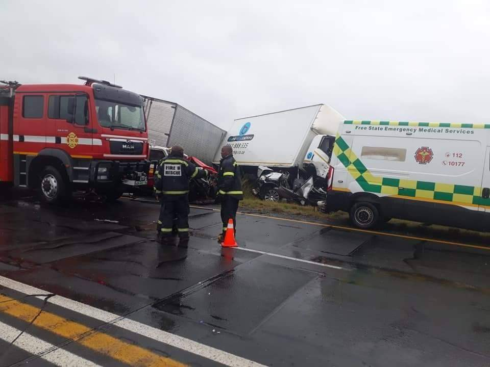 Traffic officer and fireman killed as truck ploughs into fatal crash scene near Koppies